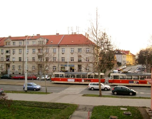 Tram stop just outside of the property (2 min walk) - 20 min to the centre.