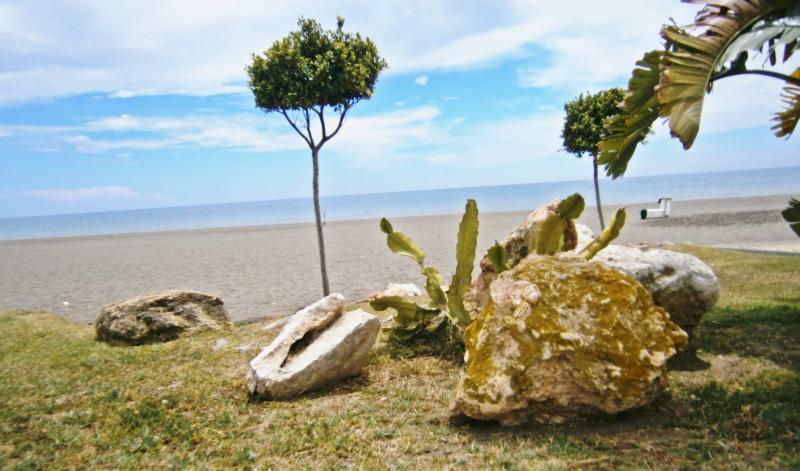 Frente à praia de Benajarafe