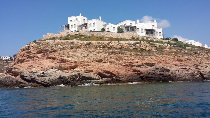 Seafront Villa,Astonishing SeaView & PrivateBeach, vacation rental in Megas Gialos