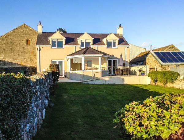 TY TOP, enclosed garden, eco-friendly, WiFi, en-suite bathroom, Ref 912303, location de vacances à Llanfachraeth