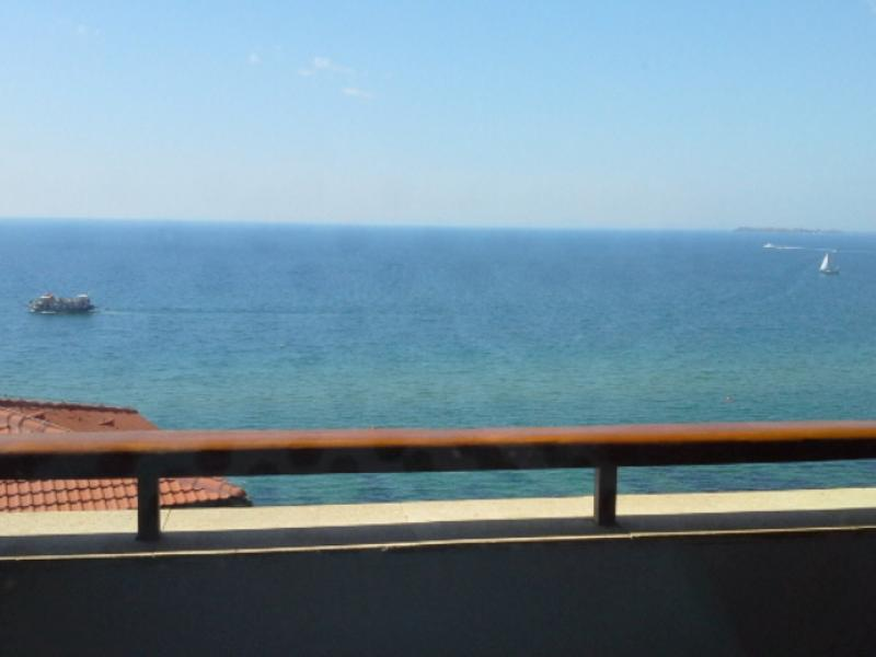 Panoramic Sea view, shared pool and tennis courts, alquiler vacacional en Elenite