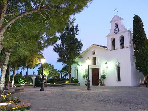 BONITO TIPICO PUEBLO ANDALUZ A 6 KM