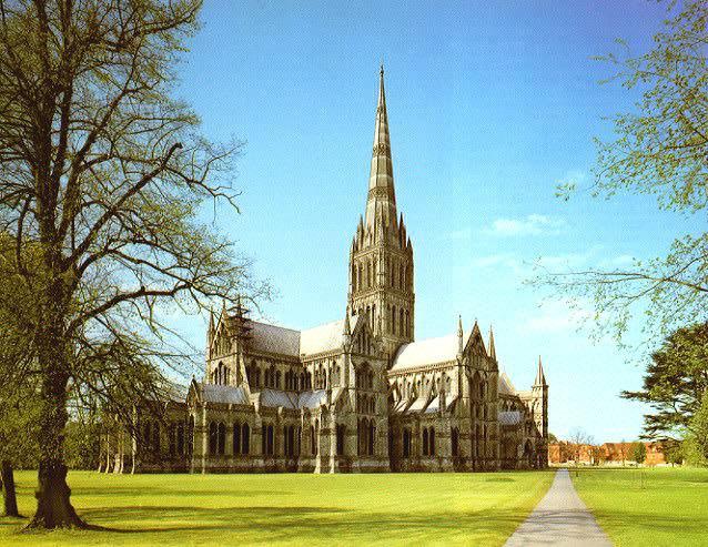 Stunning Salisbury Cathedral - 22 minutes away