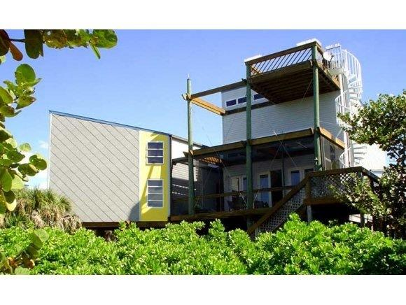 Sea N Stars: New owners Newly renovated. 300 feet from beach. Sleeps 10 in beds
