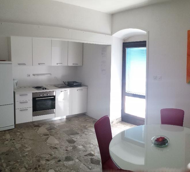 A3 Crveni(2+2): kitchen