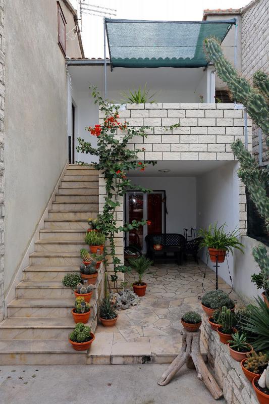 A1 Gornji(4+1): staircase