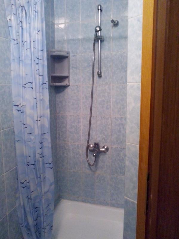 B2 (2 + 1): salle de bain avec toilette