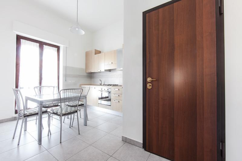 La cucina con accesso al balcone privato