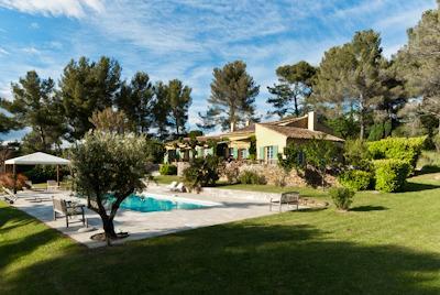 Jardin, olivier et piscine chauffée de Agarrus Aix