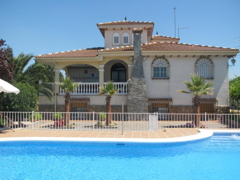 Casa Rural Piqueras, holiday rental in Martos