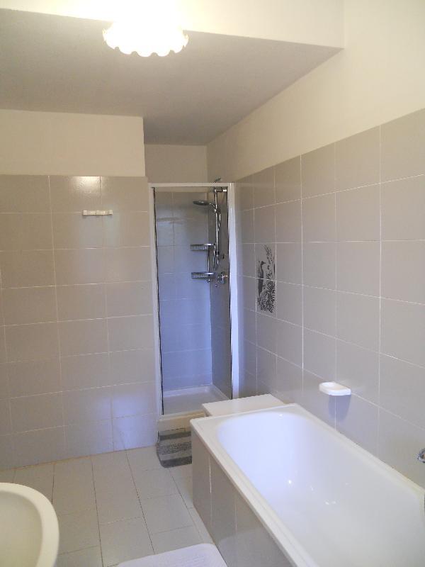 bathroom with shower (1st floor)