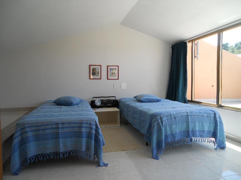 bedroom (top floor)