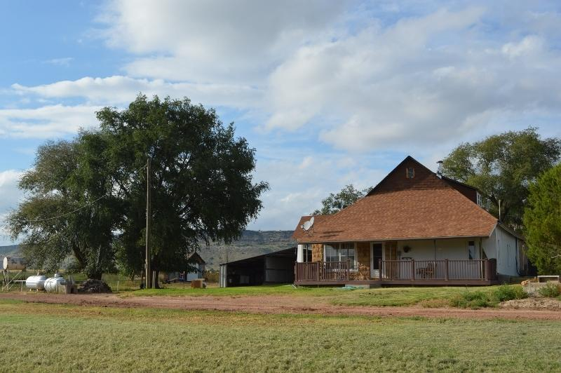 Mesa Valley GuestHouse/4 bedroom home complete with all conveniences of your own home.