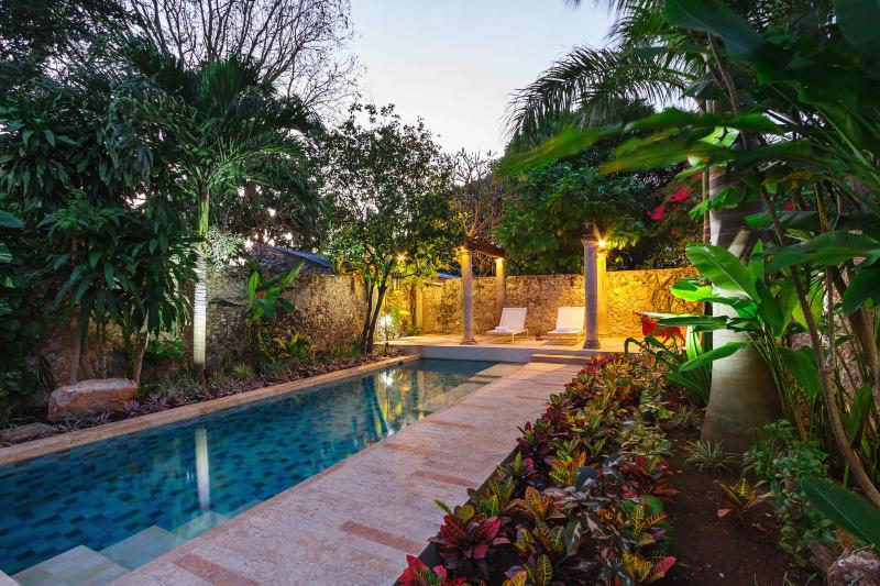 Carefully landscaped garden turns the pool into a relaxing oasis.