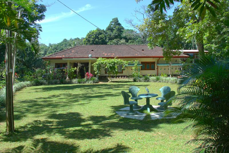 Yalegoda walauwa home stay front view