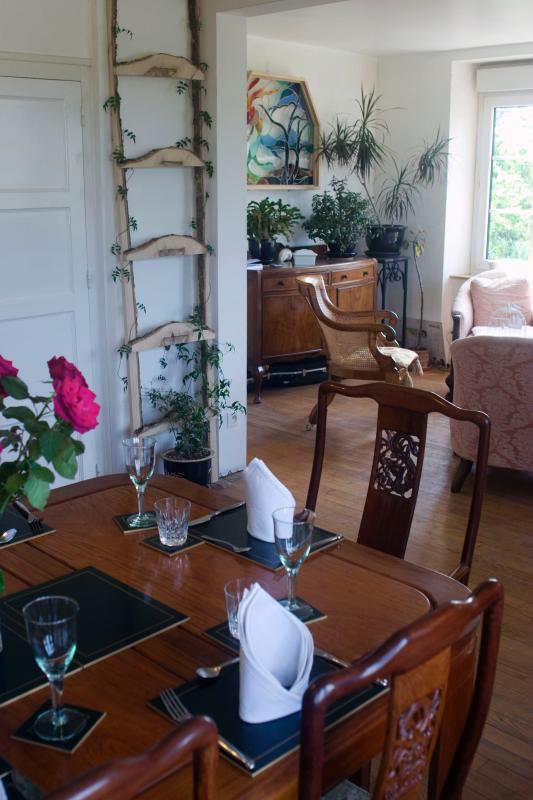 Breakfast and evening meals are served in the dining room.