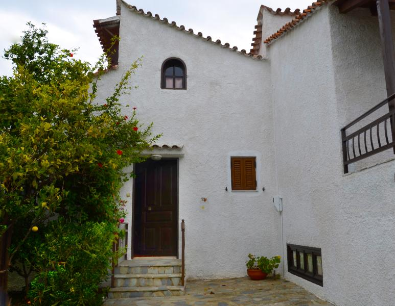 Cosy and relaxing accommodation at a quiet spot of Stoupa village