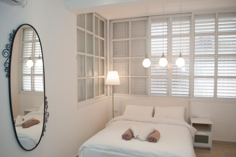 Cozy & Renovated just 400m from the Beach, location de vacances à Bat Yam