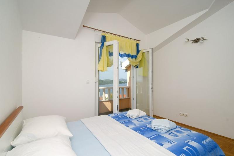 Top floor bedroom #2