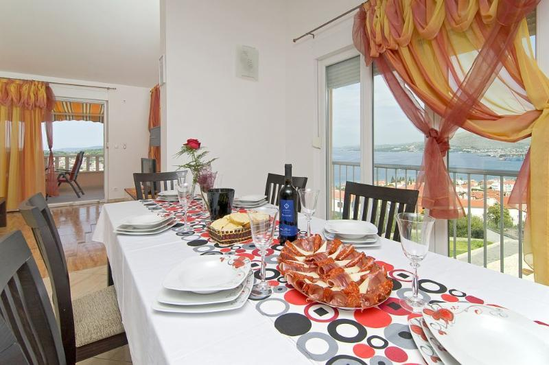 Top floor dining table