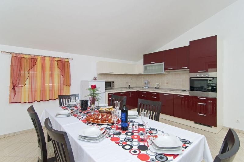 Top floor dining and kitchen