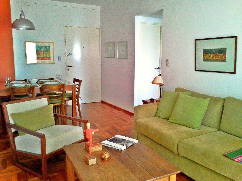 Great 2 Bedrooms / 2 Bath in Central Location, alquiler de vacaciones en Buenos Aires