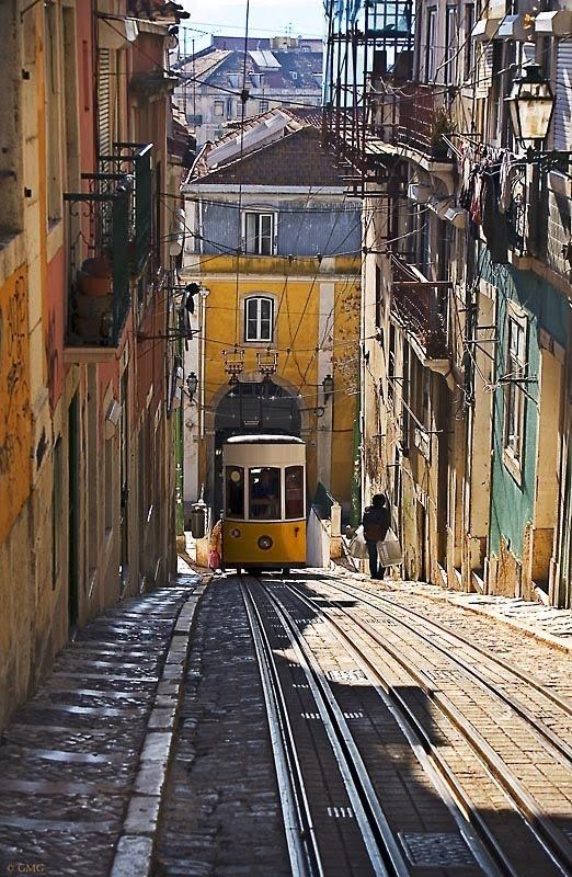 The neighborhood - Bica Funicular