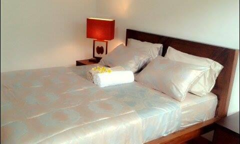 Top quality chiropractic mattress and luxury silk and bamboo sheets, assures a great nights sleep.