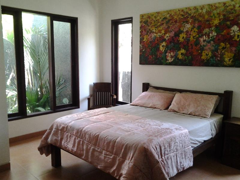 La comodidad de la ropa de cama de seda y bambú. Muy bien.