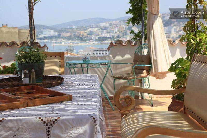 Splendida vista dalla zona panoramica terrazza giardino e prima colazione.