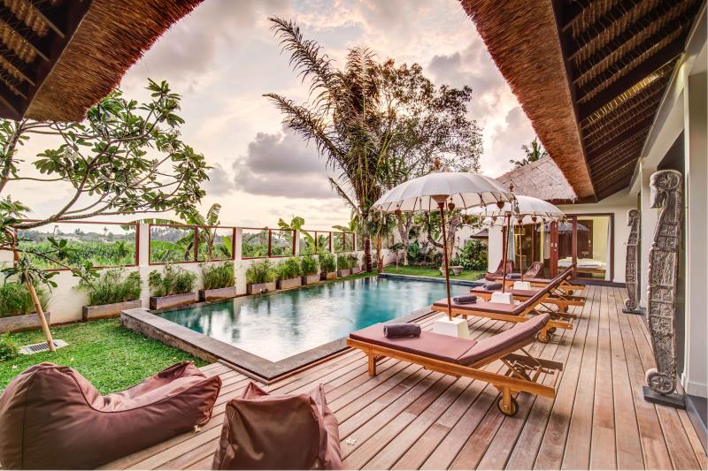 Refined Balinese style villa with staff, holiday rental in Buduk