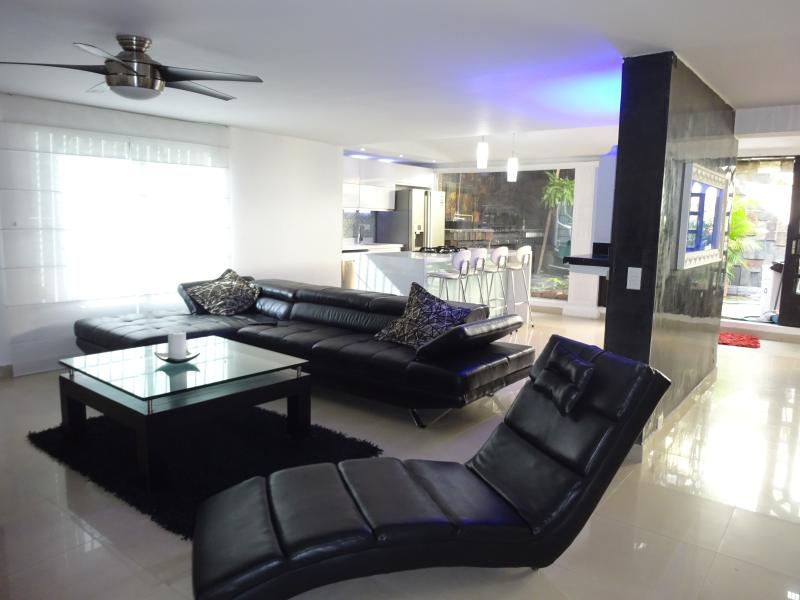 7 BR Luxury 6000 S.F. Mansion W/ 2 Bars Hot Tub/ B – semesterbostad i Antioquia Department