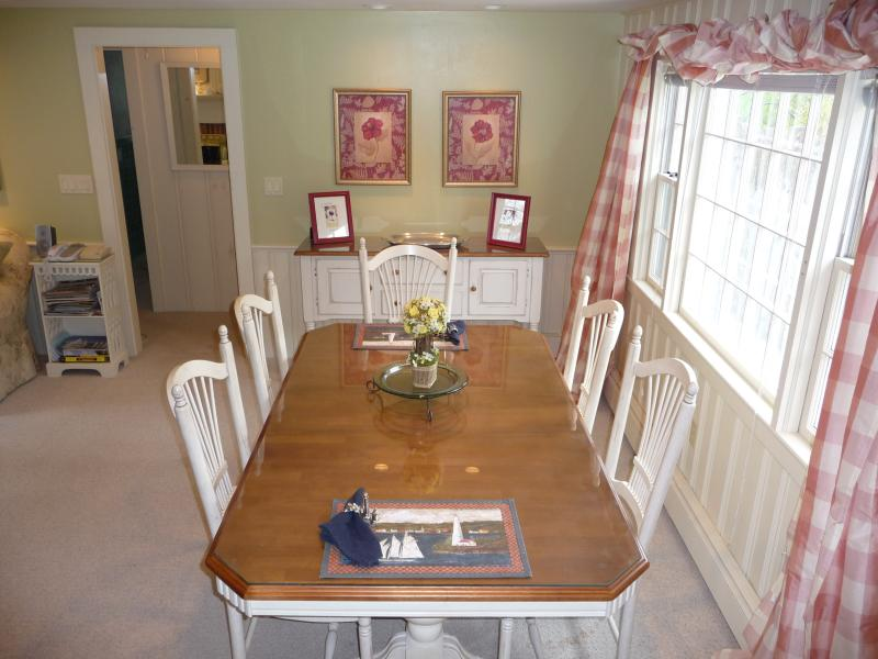 Dining area table comfortably seats 6