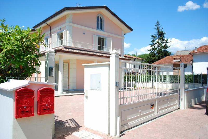 Villa Mare, holiday rental in Poveromo