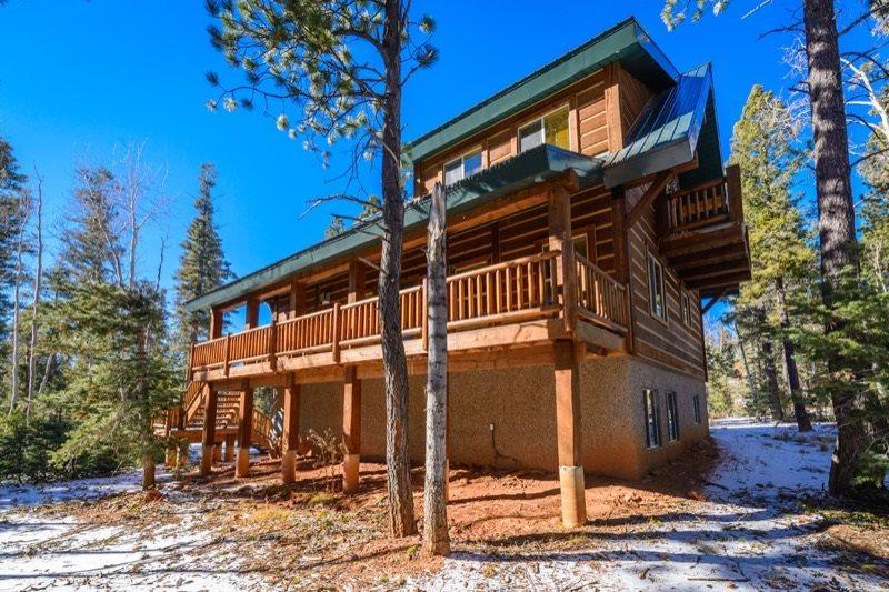 Moccasin Lodge is a Beautiful Family Cabin, casa vacanza a Duck Creek Village