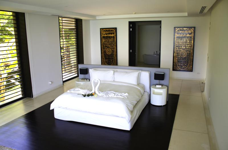 The master bedroom overlooking the pool and spectacular views