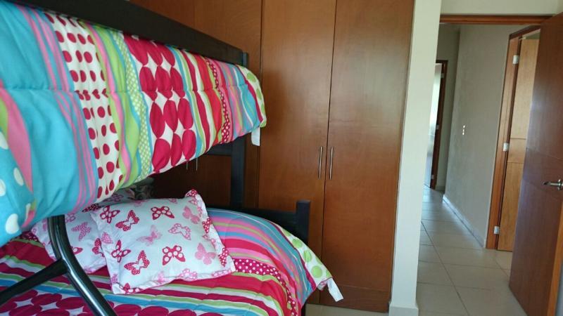 Recámara secundaria 2, clóset, dos camas individuales y una cama matrimonial