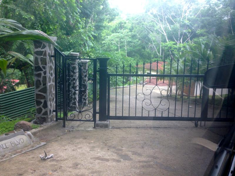 The entrance to the estate is gated and secure, ensuring your relaxation, privacy and peace of mind.