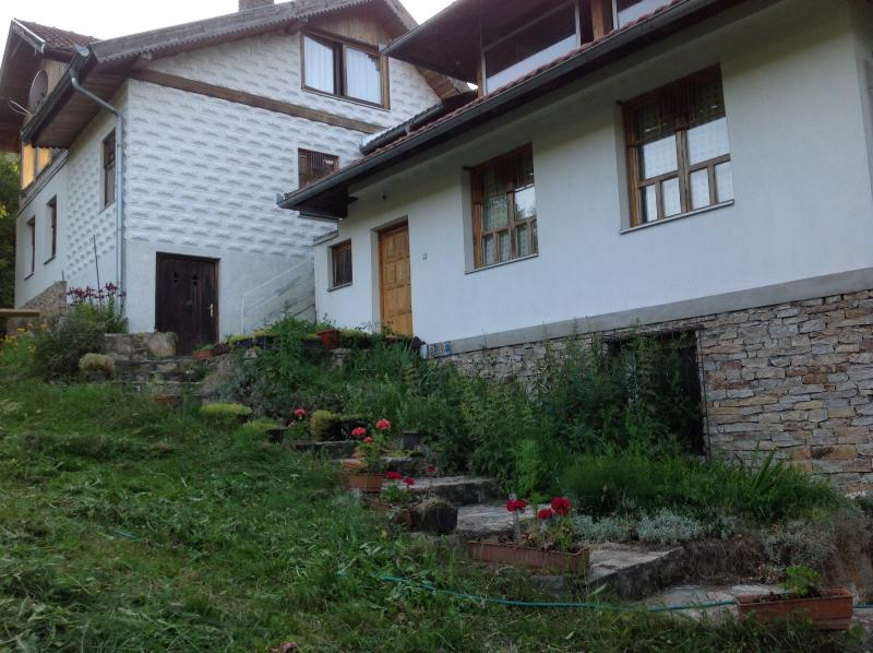 Beautiful Summer House for resting and fun, casa vacanza a Bosnian Podrinje Canton