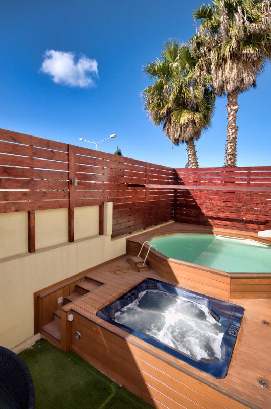 Villa Primula St Julians Has Internet Access And Hot Tub
