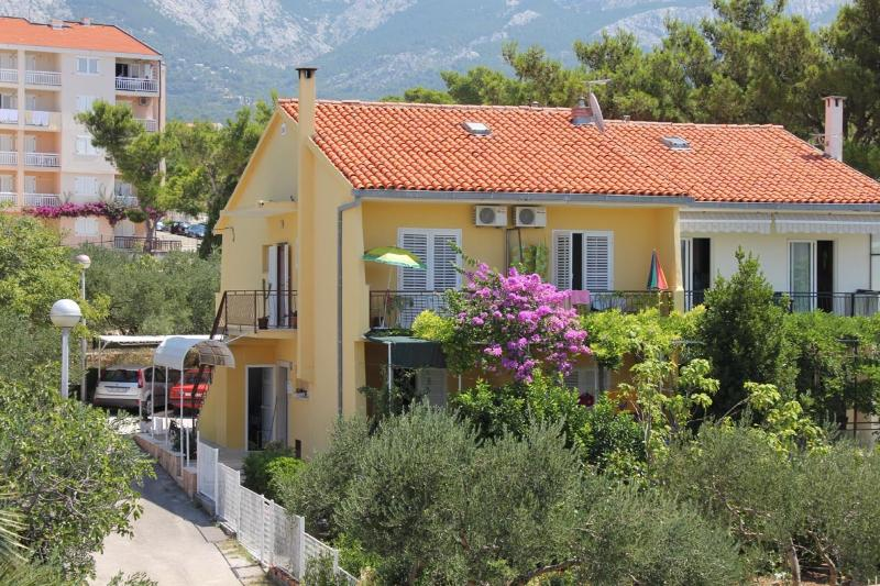 At end of a peacefull impasse, your hosts are waiting to welcome you in nice and roomy family house.
