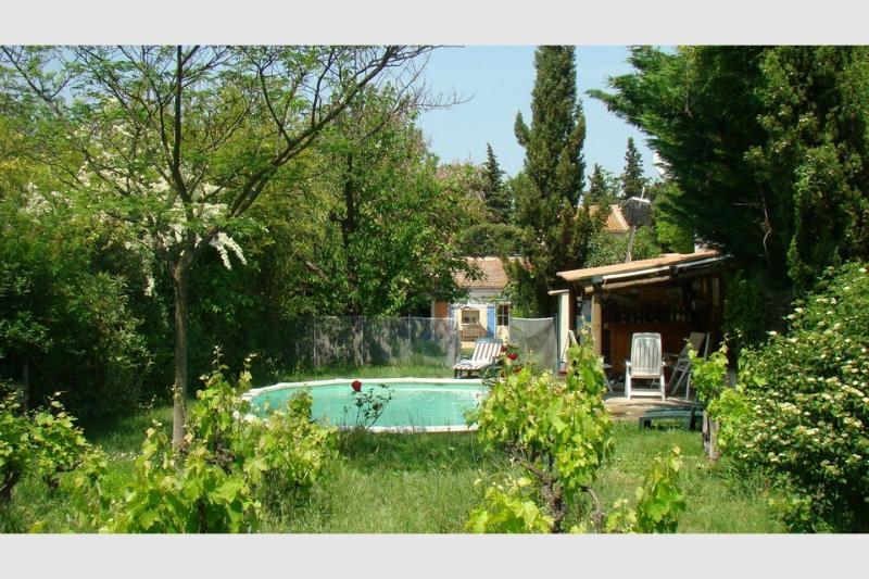 Saint Rémy private house including pool, aluguéis de temporada em Mas-Blanc-des-Alpilles