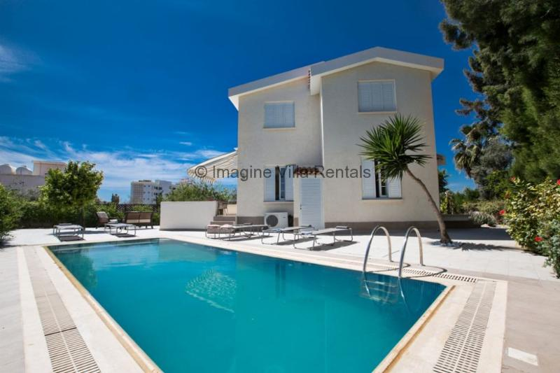 Villa Andri, 4 bed in Ayia Napa Centre with pool, vacation rental in Ayia Napa