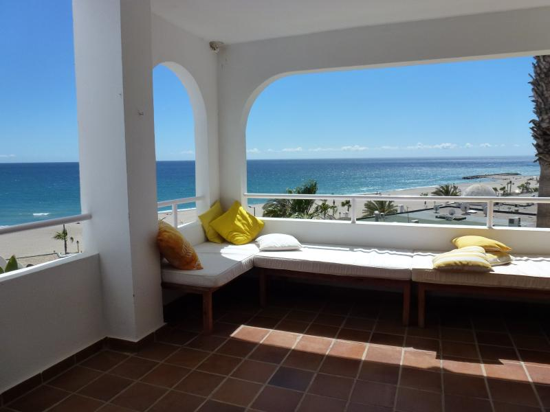 Apartamento con vistas al mar a 60 m. de la playa, holiday rental in Mojacar