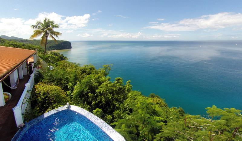 Emerald Hill Villa - 270° View of the Bay & Ocean, location de vacances à Baie de Marigot