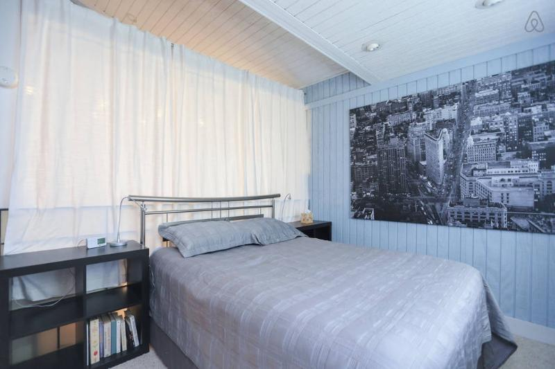 Ne pas une blague !  Un des plus beaux lits que vous dormirez jamais au.  Critiques élogieuses.