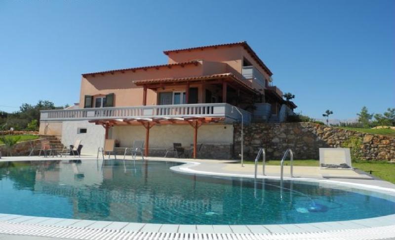 Melissa Luxury Villa Suites with pool and sea view, location de vacances à Almyrida