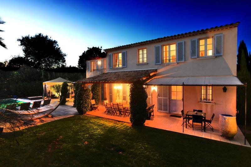 Villa by night!!