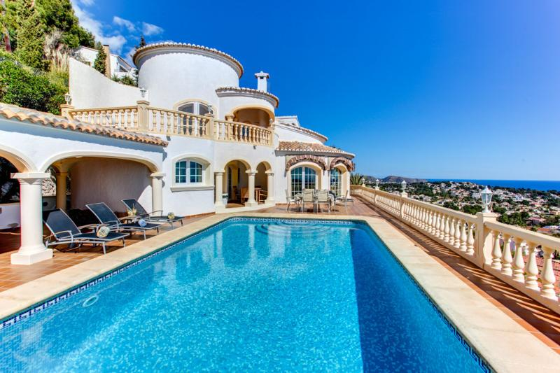 Magnificent Villa with unobstructed views of the coastline from El Portet to Calpe