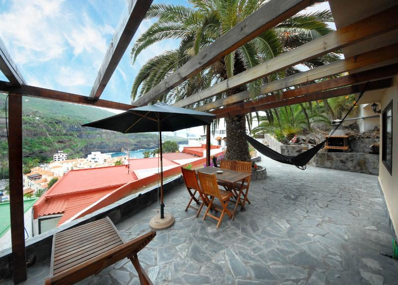 SAN MARCOS  APT. 300 M ZUM  STRAND WIFI  SAT-TV, holiday rental in Icod de los Vinos